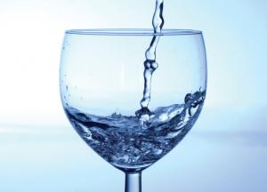 Bere acqua… purché alcalina - La Redazione
