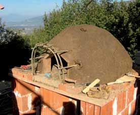Costruire un forno in terra cruda con mani e piedi - Forno di terracotta ...